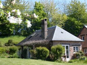 gite-normandie_les-petits-matins-bleus_pommiers_printemps